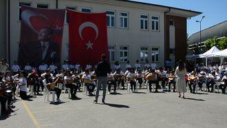 Şekerpınar Hasan Tahsin Ortaokulu Müzik Grubu izle