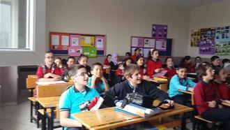 Mesude İşman Ortaokulu 5/B Sınıfı ''Kızılcıklar Oldu Mu/Dere Geliyor Dere'' izle
