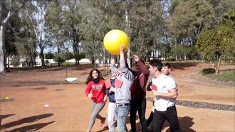Lets Play Outside, Portekiz Ziyareti-Geleneksel Oyunlar izle