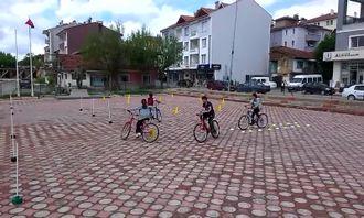 Bisiklet eğitimi ve tecrübe parkuru izle