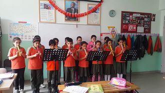 Hatice Seyit Çeker ilkokulu 4/C sınıfı Müzik dersi-Bulut Olsam şarkısı izle