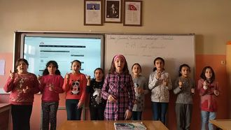 Sivas Gemerek Yeniçubuk Cumhuriyet ortaokulu 5-B sınıfı Benim adım öğretmen şarkı... izle