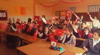 ' Hoş Gelişler Ola Mustafa Kemal Paşa ' izle