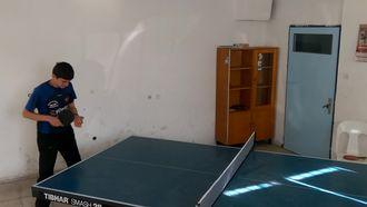Masa tenisi servis çalışması izle