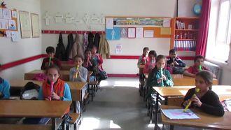 Ortaköy Cumhuriyet İlkokulu Flütle Dağlar Ardında Şarkısı izle