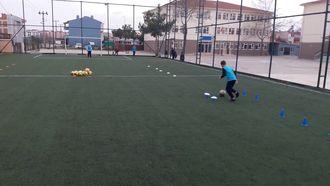 Futbol Antrenmanı Eğitsel Oyunları izle