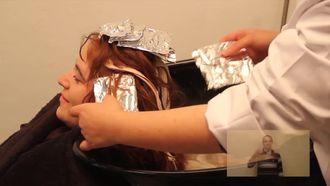 Röfleli Saçların Yıkanması izle