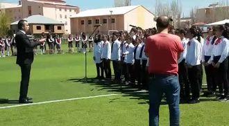 MUŞ/MALAZGİRT Şehit Muhammet Fatih Safitürk Ortaokulu 23 Nisan korosu izle