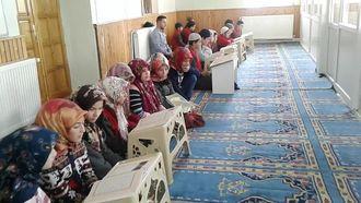 Camide Kur'an-ı Kerim dersi izle