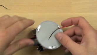 Bas-Yapıştır Lambanın Tabanı ve Piller izle