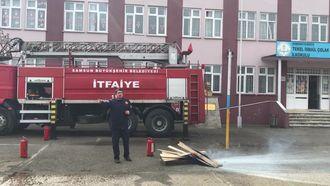 Tekel İsmail Çolak İlk/Ortaokulunda İtfaiye ve yangın söndürme eğitimi verildi. izle
