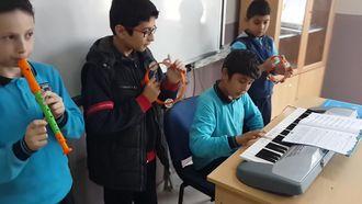 Mesude İşman Ortaokulu 5/B sınıfı Müzik Dersi Orkestra Kurma izle