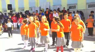 Gazi Mustafa Kemal İlkokulu 23 Nisan Programı-Bir Başkadır Benim Memleketim izle