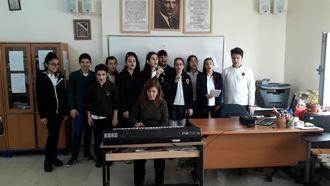 Ömer Asım Aksoy Ortaokulu öğrencileri müzik öğretmenimiz Nurten Işık eşliğinde ... izle