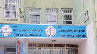 """İşaret dili ile: """"SEV KARDEŞİM"""" - Edirne Adnan Tunca İşitme Engelliler İlkokulu / O... izle"""