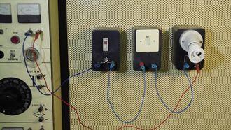 Elektrik Devresi Oluşturma Ve Çalıştırma izle