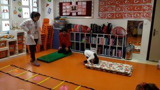 Balikesir Nef Anaokulu Çocuklarının spor dersi izle