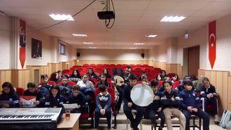 Dobruca Ortaokulu Türk Musikisi Korosu - Yüzündür Cihanı Münevver Eden ve Al Şu Mum... izle