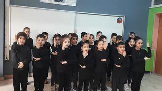 Sultançiftliği ilkokulu 2/E sınıfı Isaret diliyle 10 Kasim Benim En Büyük Yasım ş... izle