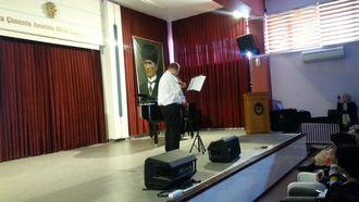 Otizmli öğrencinin keman konseri izle