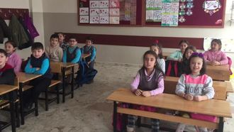 Şehit Selahattin Şişman İlkokulu 2-A sınıfının Etwinning Projesi kapsamında söyl... izle