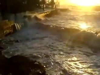 Dikili'de Fırtına izle