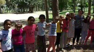 Kürkçüler İlkokulu Anneler Günü Bilmece Şarkısı izle