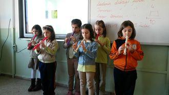 Küçük  Müzisyenler izle