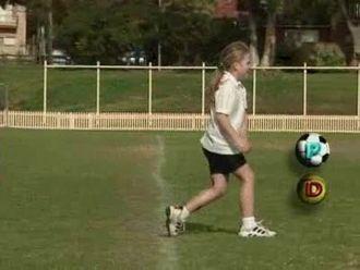 Temel Hareket Becerileri - Topa Ayakla Vurma - Kick izle
