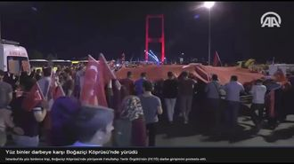 Yüzbinler Darbeye Karşı Boğaziçi Köprüsünde Yürüdü izle
