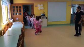 Penguen Dansı izle