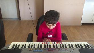 Özel Eğitim Öğrencileri Piyano Çalıyor izle