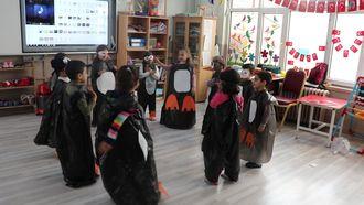 Ana sınıfı öğrencilerimiz penguen dansı ile penguenlerin yaşamları hakkında bilgi... izle