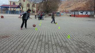 Basketbolda Top Sürme Alıştırmaları izle