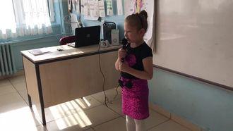 """Çatalarmut İlkokulu 1/A sınıfı öğrencisi """"Kitap"""" şiirini okuyor. izle"""
