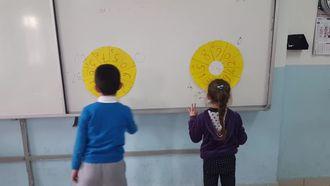 Gerze Atatürk İlkokulu 2/B Sınıfı Öğrencileri Yarışarak Çarpıyor izle