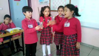 Hoşgör ilkokulu nda öğrenciler çarpma işlemi izle