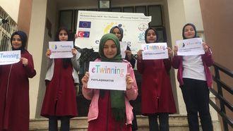 Konya/Meram Dere İmam Hatip Ortaokulu 9 Mayıs E-Twinning Gününü kutluyor izle