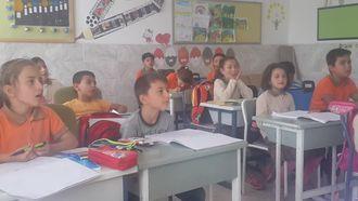 3.sınıf Dünyanın Katmanları konusunun şarkıyla öğretimi izle