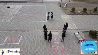 Geleneksel Çocuk Oyunları (Tradıtıonal Outdoor Games) Sek Sek oyunu tanıtım filmi izle