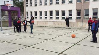 Basketbolda hucüm ve savunma izle