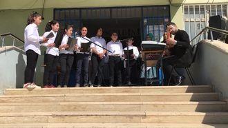 Viranşehir Hürriyet Ortaokulu Korosu 18 Mar Çanakkale Şehitlerini Anma Programı. izle