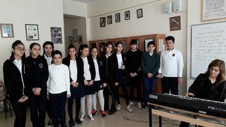 Ömer Asım Aksoy Ortaokulu öğrencileri Nurten Işık eşliğinde hünerlerini paylaşı... izle