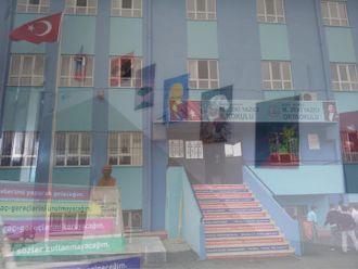 M. Zeki Yazıcı ilkokulu e-twinning projesi izle