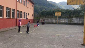 futbolda top sürme ve ayak içi pas çalışması izle