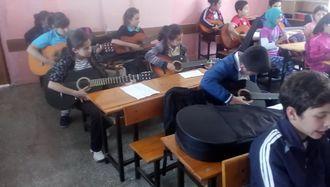 Lütfiye Keskin Ortaokulu Genç Müzisyenlerinden Mini Konser izle