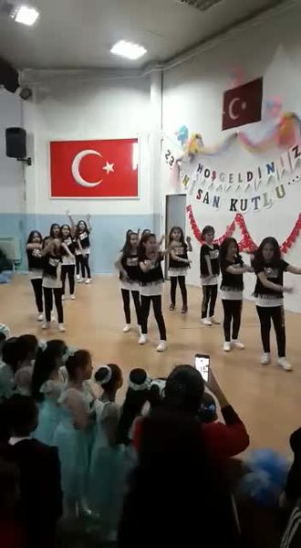 Sani Konukoğlu İlkokulu 3/F Sınıfı Dans Gösterisi izle