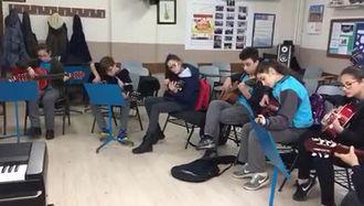 """Samsun Tekkeköy Ortaokulu Gitar Topluluğu """"Fikrimin İnce Gülü"""" izle"""