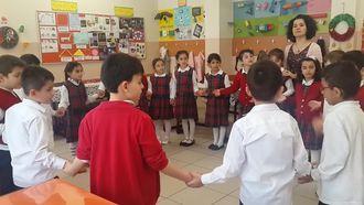 Zeytinburnu Atatürk İlkokulu - Hem Oynuyorum Hem Öğreniyorum Projesi Ritmik Sayma Çem... izle