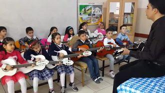 Sınıfımızın Gitar Grubu İle Müzik Ziyafeti izle